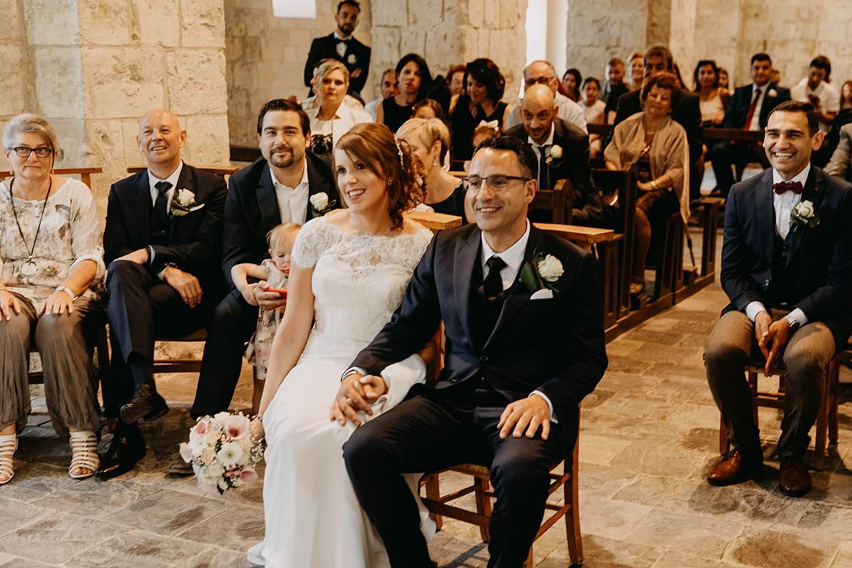 Sint-Genovevakerk trouw bruidspaar op kerkstoel