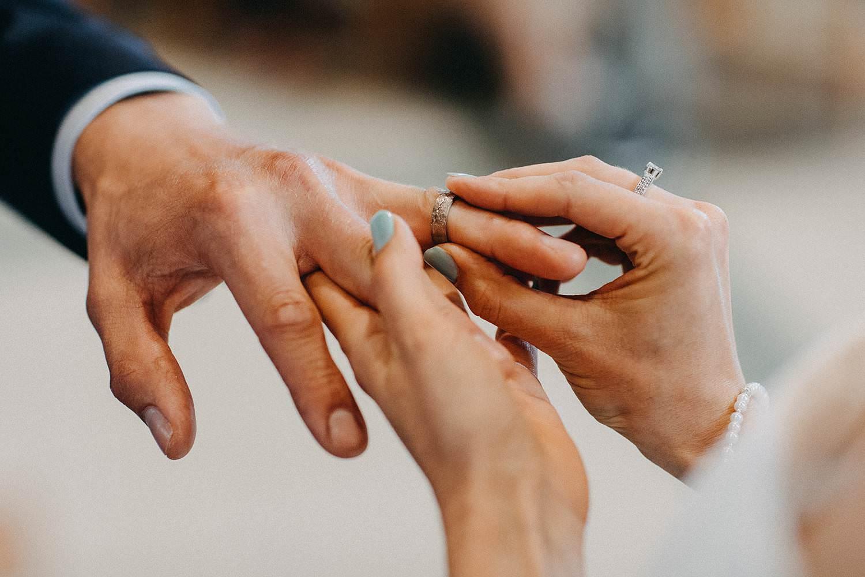 Sint Martinuskerk Houthalen huwelijk uitwisselen huwelijksringen