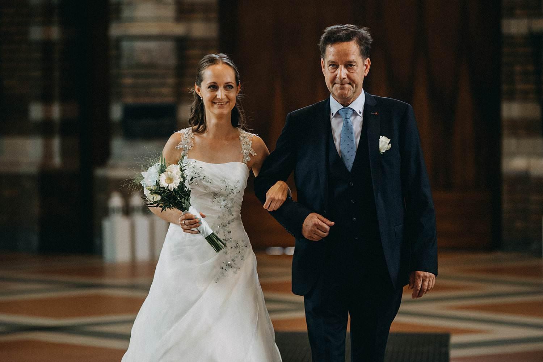Sint Martinuskerk Houthalen intrede bruid en vader