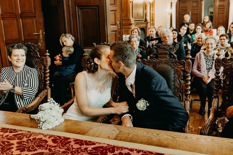 Stadhuis Diest huwelijk bruidspaar kust