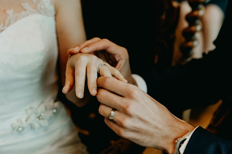Stadhuis Diest huwelijk uitwisselen huwelijksringen