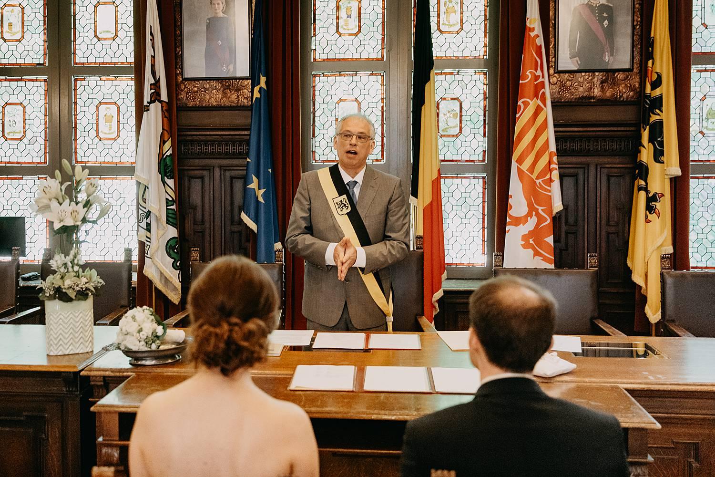 Stadhuis Hasselt schepen zegent huwelijk