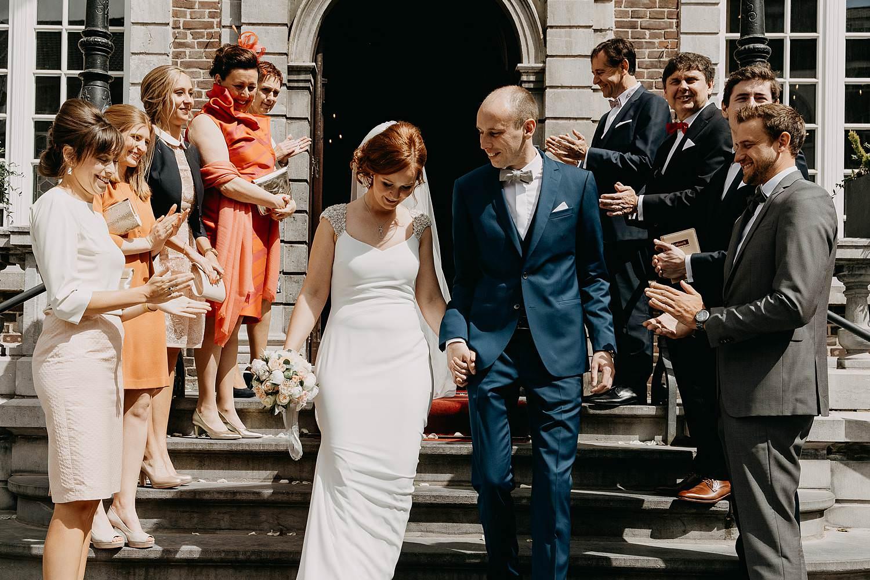 Stadhuis Hasselt uittrede bruidspaar trap