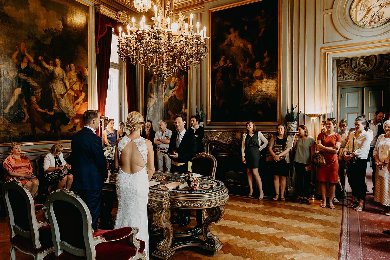 Stadhuis Leuven bruidspaar in trouwzaal