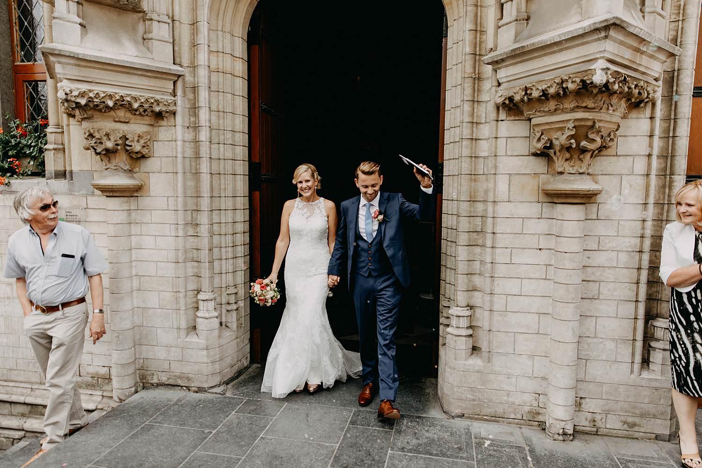 Stadhuis Leuven uittrede bruidspaar op trappen