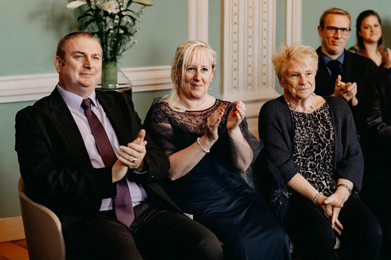 Stadhuis Sint-Truiden huwelijk familie in trouwzaal