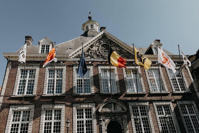 Stadhuis Hasselt voorgevel zomer