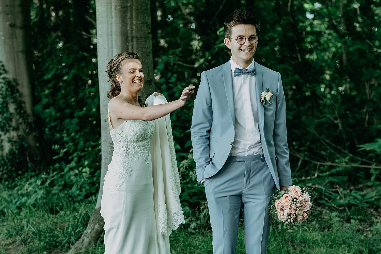 Sterrebos huwelijk first look bruidspaar