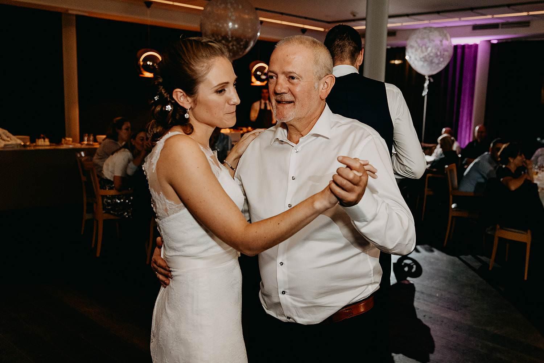 Stiemerheide huwelijk bruid danst met vader