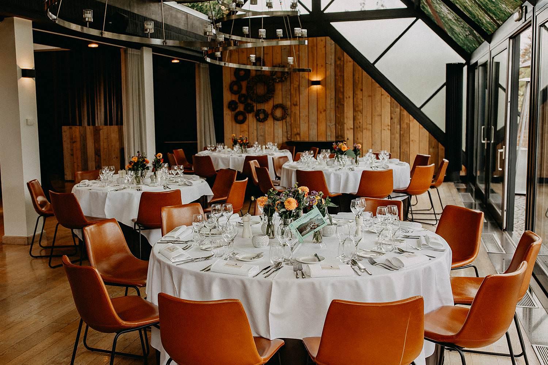 't Driessent feestzaal gedekte feesttafels huwelijk
