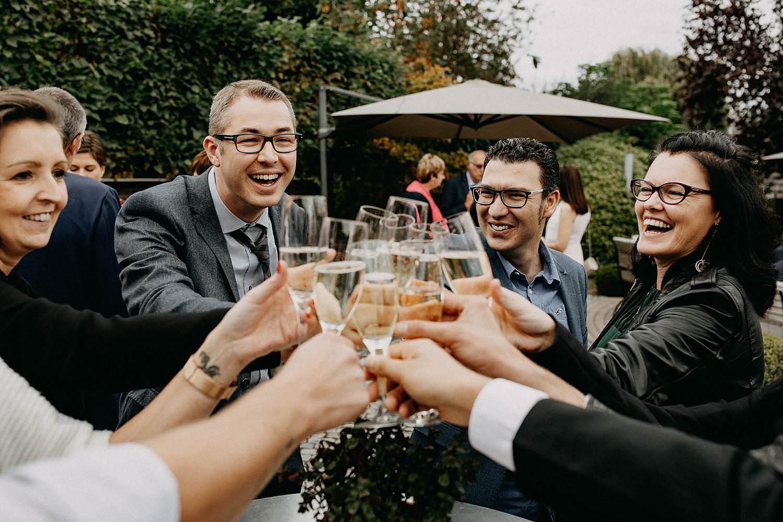 't Driessent huwelijk gasten toasten met drank
