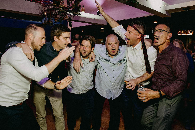t' Driessent huwelijk gasten vieren dansfeest