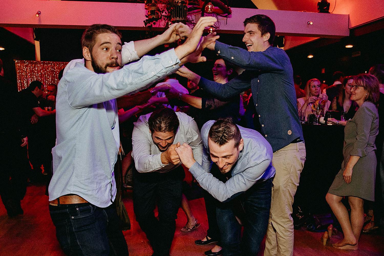 't Driessent trouwfeest gasten dansen