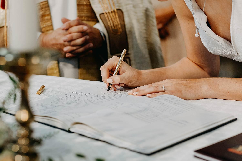 tekenen bruid huwelijk kerk