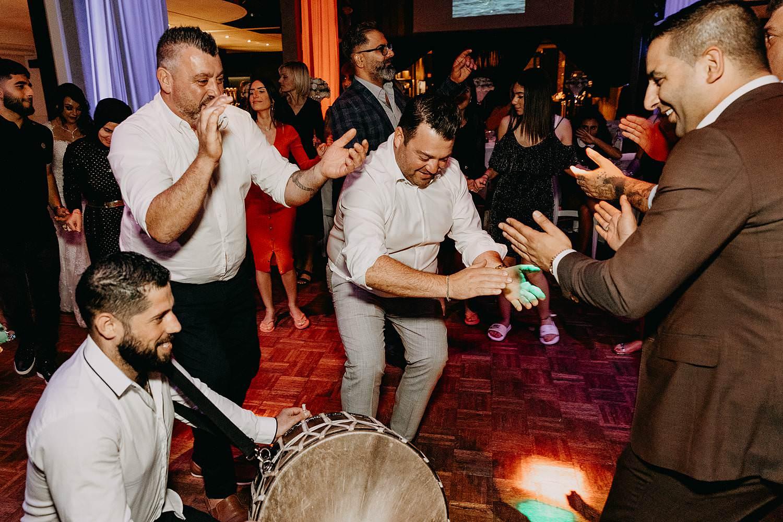 Turks Italiaans huwelijk dansfeest
