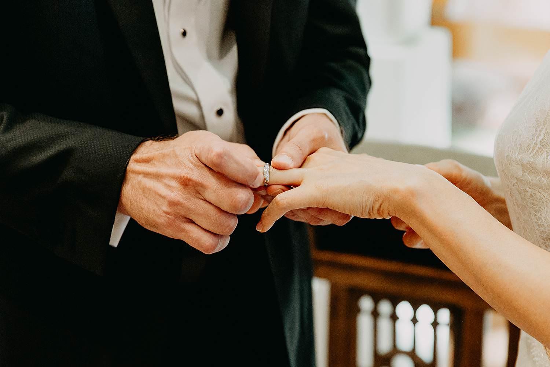Uitwisselen huwelijksringen