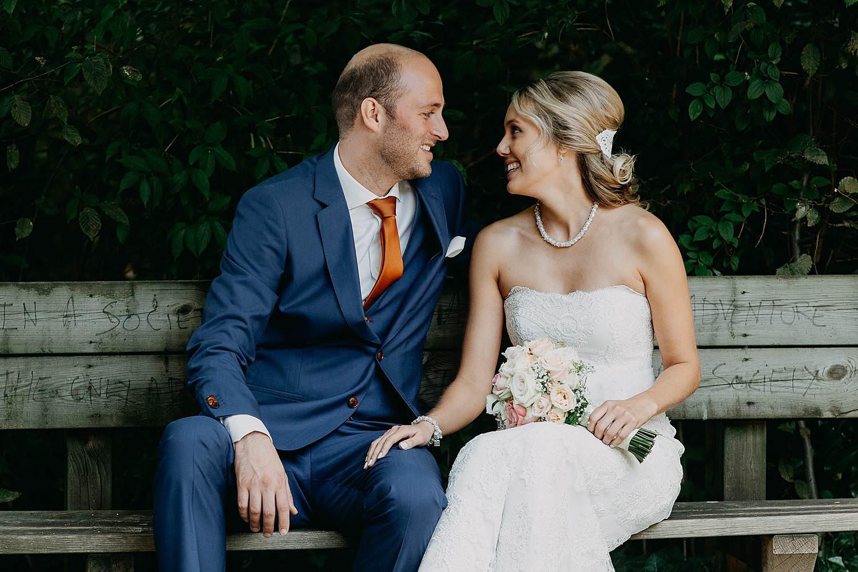 Vorselaar bruidspaar op zitbank