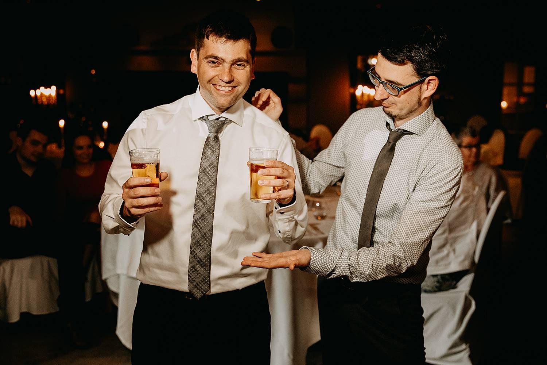 vrienden dansfeest huwelijk