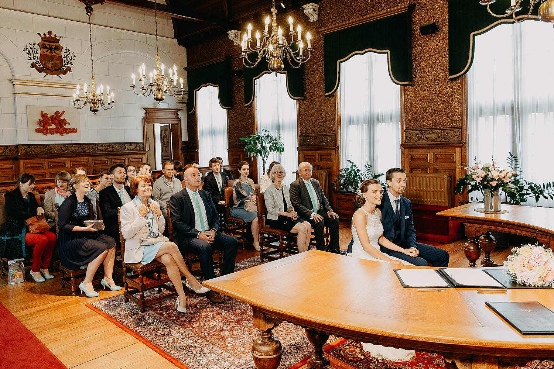 Wettelijk huwelijk in trouwzaal gemeentehuis