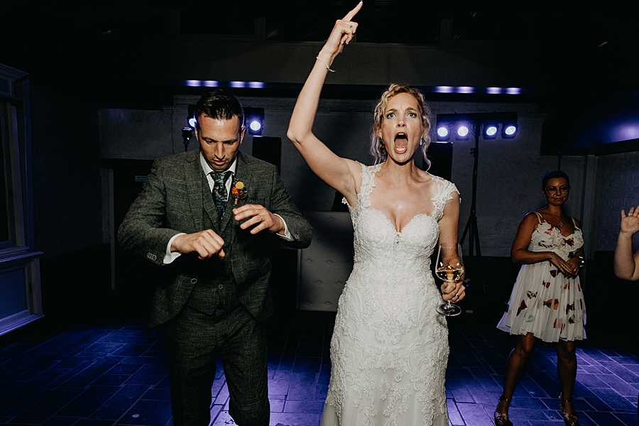 bruidspaar plezier dansfeest