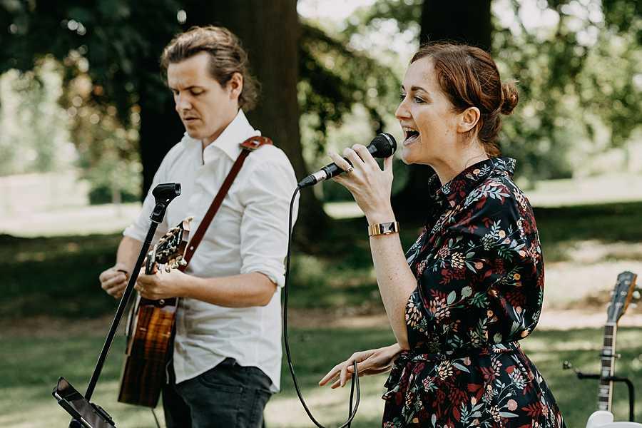 Wijnkasteel Genoelselderen live muziek buitenceremonie huwelijk