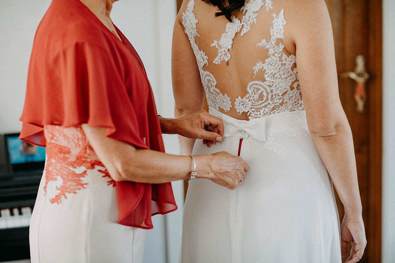 Zonhoven huwelijk dichtknopen trouwjurk