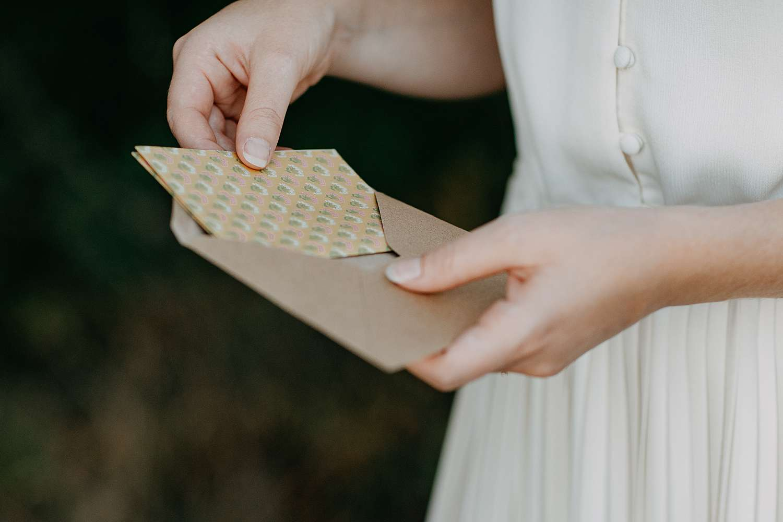 Liefdesbrief detail tijdens huwelijksreportage