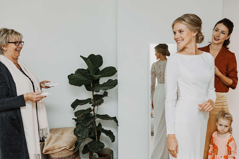 Borgerhout aankleden bruid