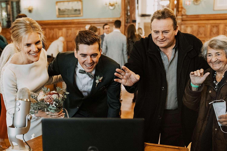Districtshuis Borgerhout huwelijk familie groet online via laptop
