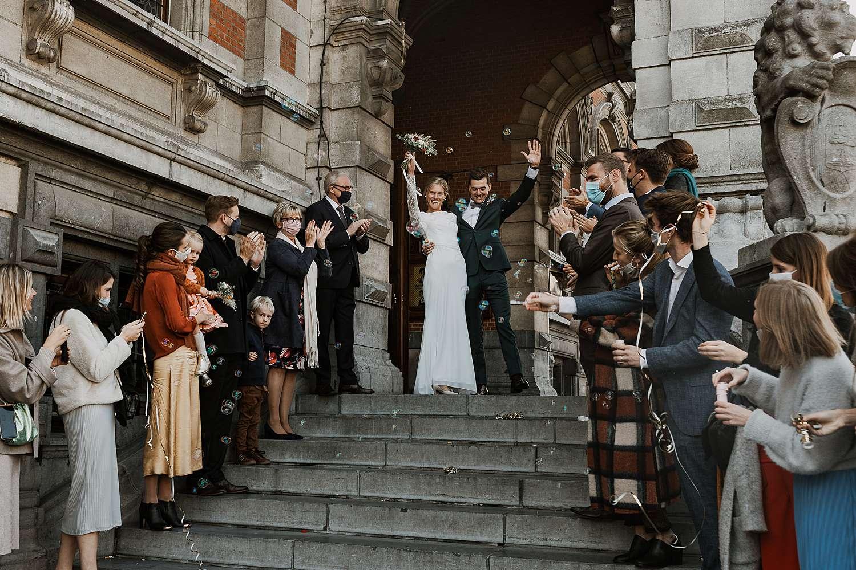 Districtshuis Borgerhout uittrede bruidspaar via trap