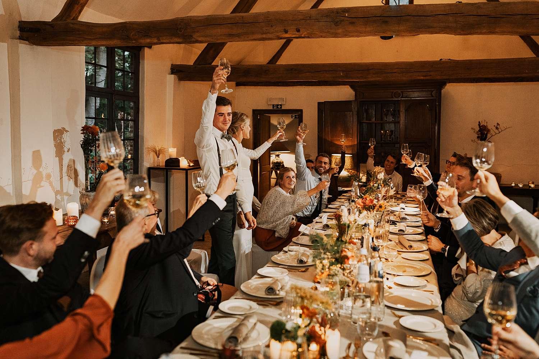 Flinckheuvel Schilde feestzaal bruidspaar toast in volle zaal