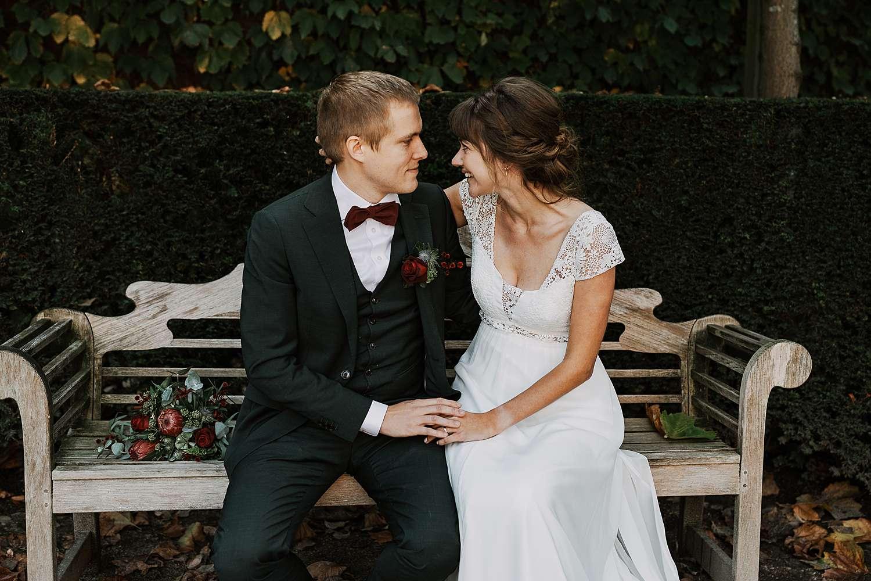 Kruidtuin Leuven bruidspaar op zitbank