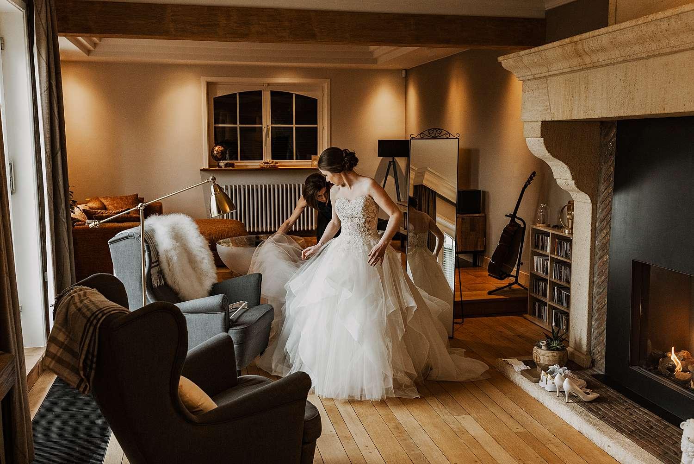 Aankleden bruid Wommersom living