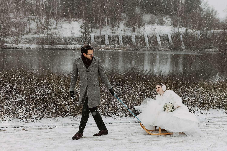 Bruid op ijsslee La Hulpe