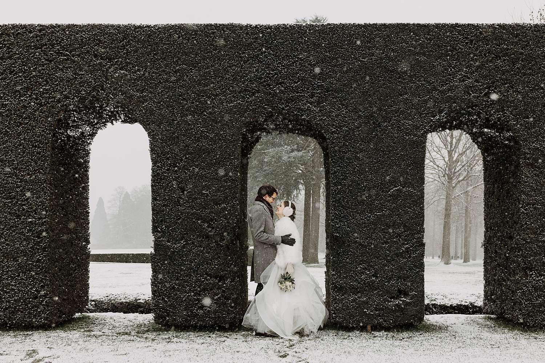 Bruidspaar in sneeuw Brussel