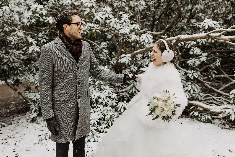 Bruidspaar plezier trouwreportage Kasteel van Hulpe