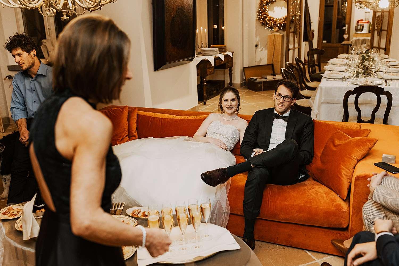 Bruidspaar toast champagne