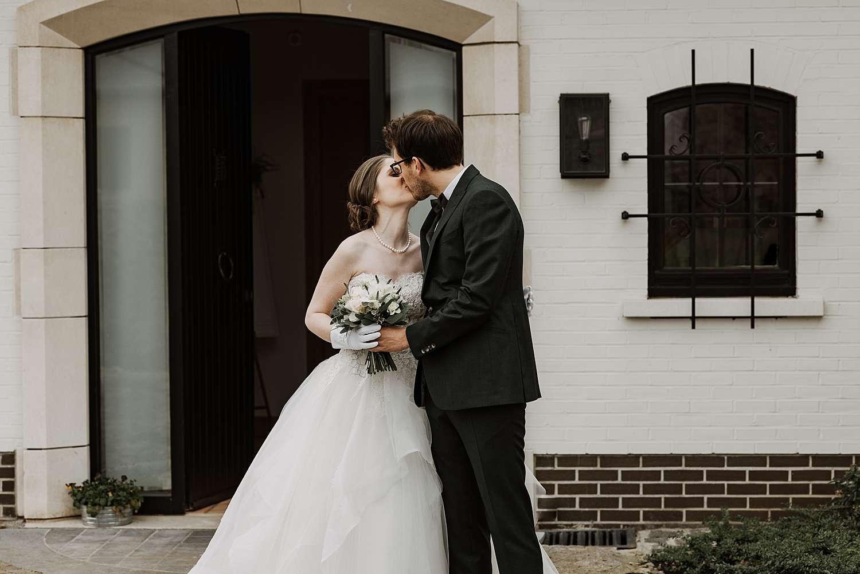 First look huwelijk bruidspaar kust Wommmersom