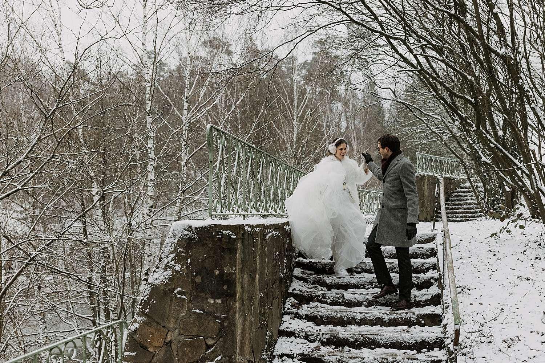 Kasteel van Terhulpen bruidspaar op trappen