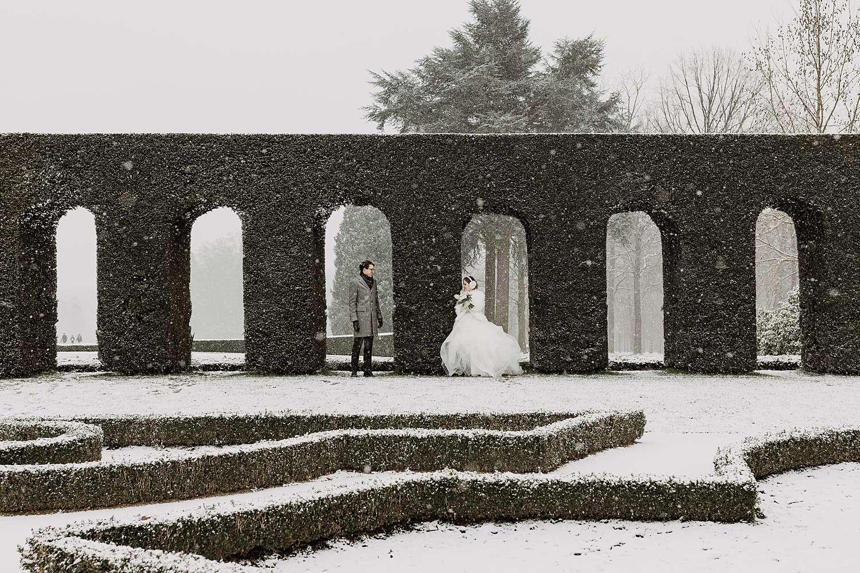 Tuin kastel van Hulpe sneeuw