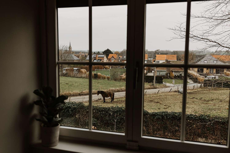 Uitzicht door raam Wommersom