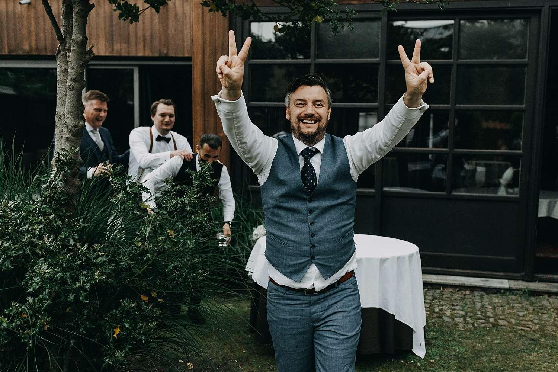 Gast viert huwelijk tuin Hof van Aragon