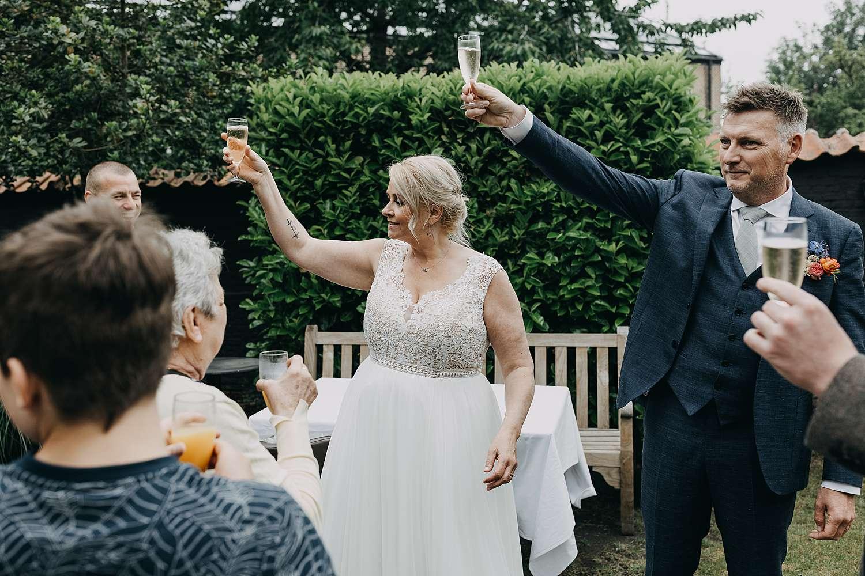 Hof van Aragon bruidspaar toast