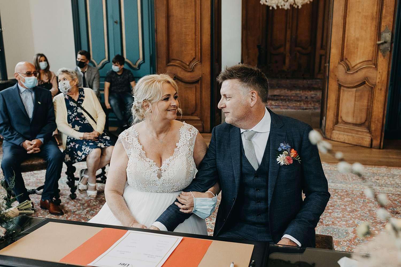 Huwelijk stadhuis in Lier bruidspaar