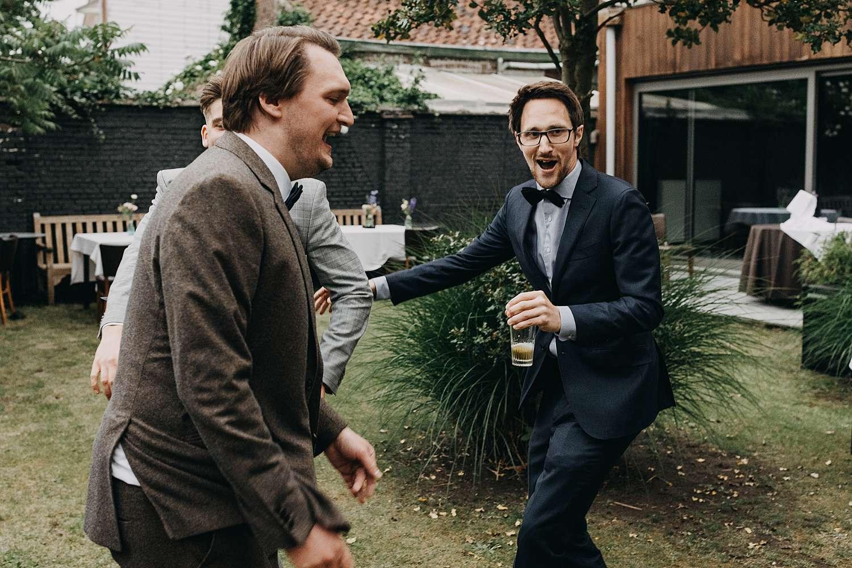 gasten maken plezier dansfeest huwelijk