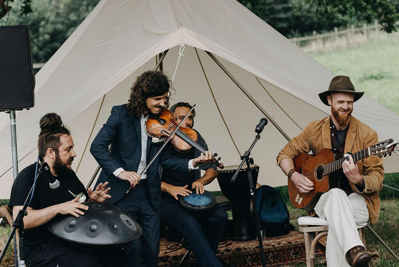 Bohemian hippie wedding live muziek tent