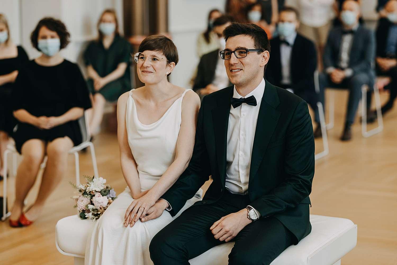 Bruidspaar in trouwzaal gemeentehuis Grimbergen