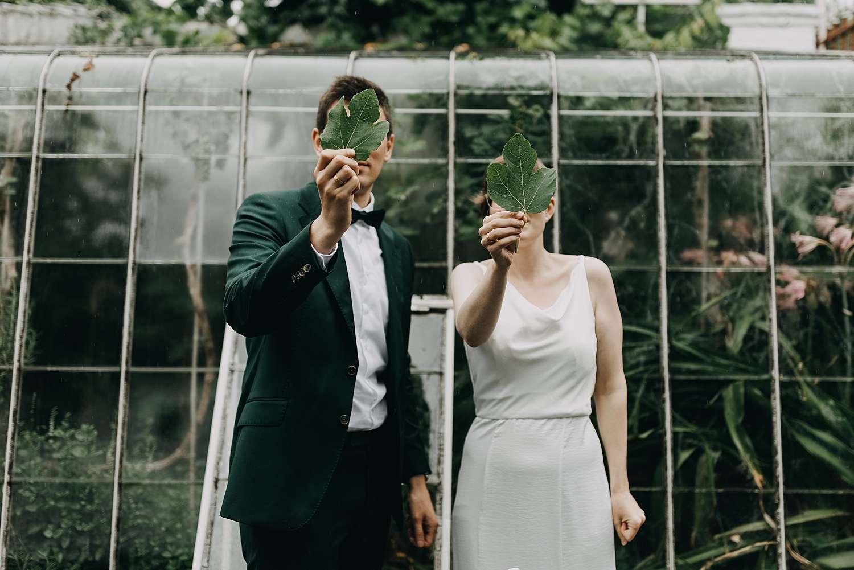 Bruidspaar portret met bladeren Grimbergen