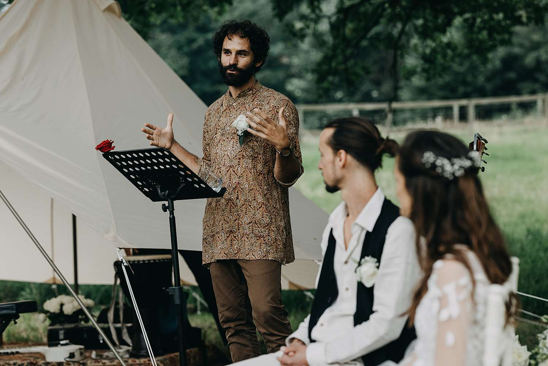 Buitenceremonie Bohemian hippie wedding