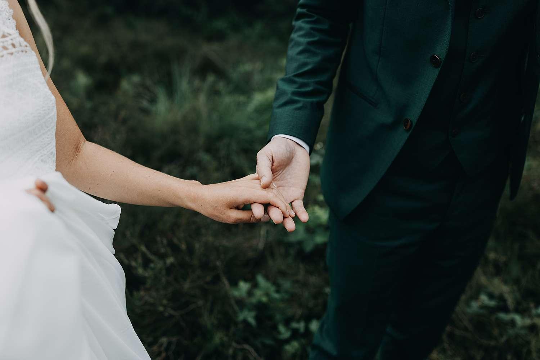 Detail handen bruidspaar De Teut